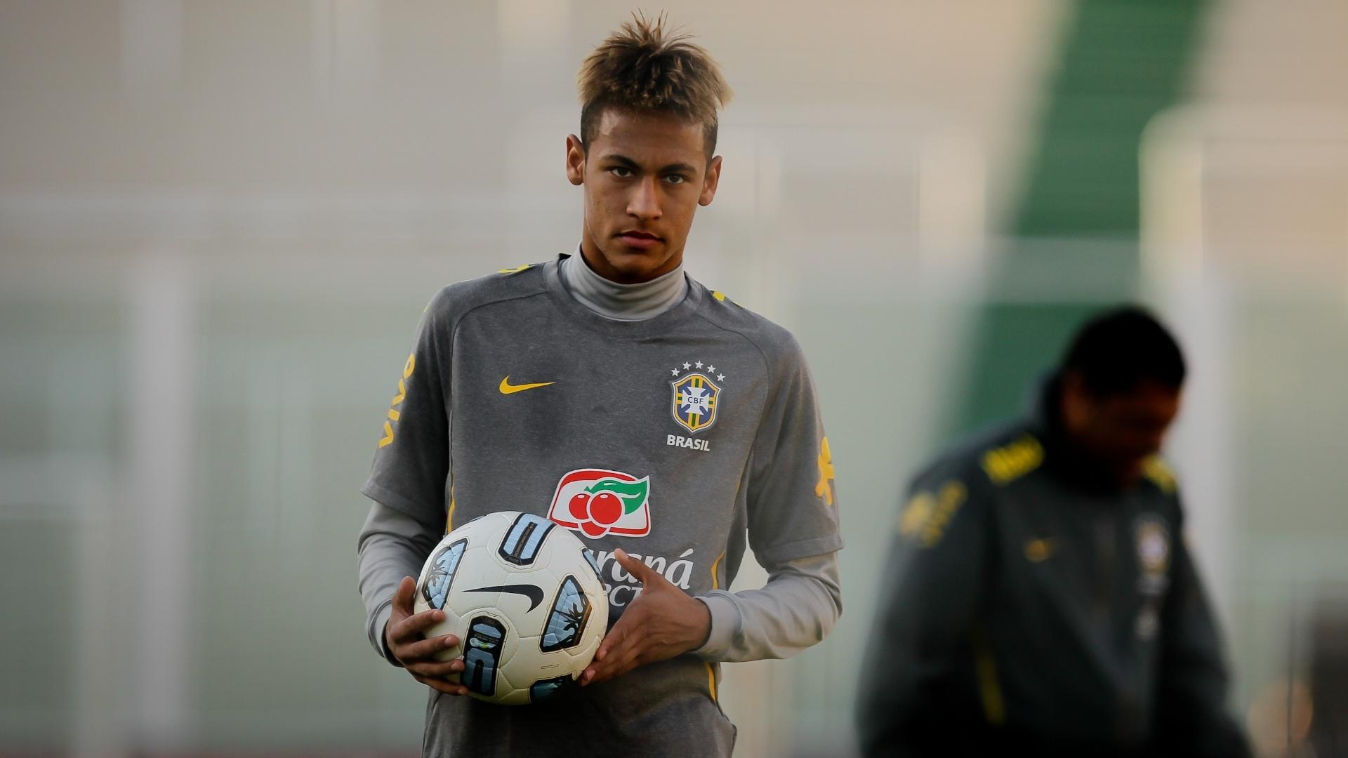 Neymar durante treino do Brasil realizado no estadio Mario Kempes, em Cordoba, na Argentina, em julho de 2011