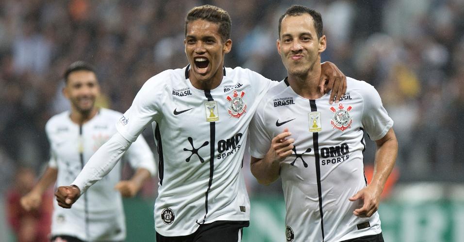 Pedrinho e Rodriguinho comemoram gol do Corinthians sobre o Fluminense