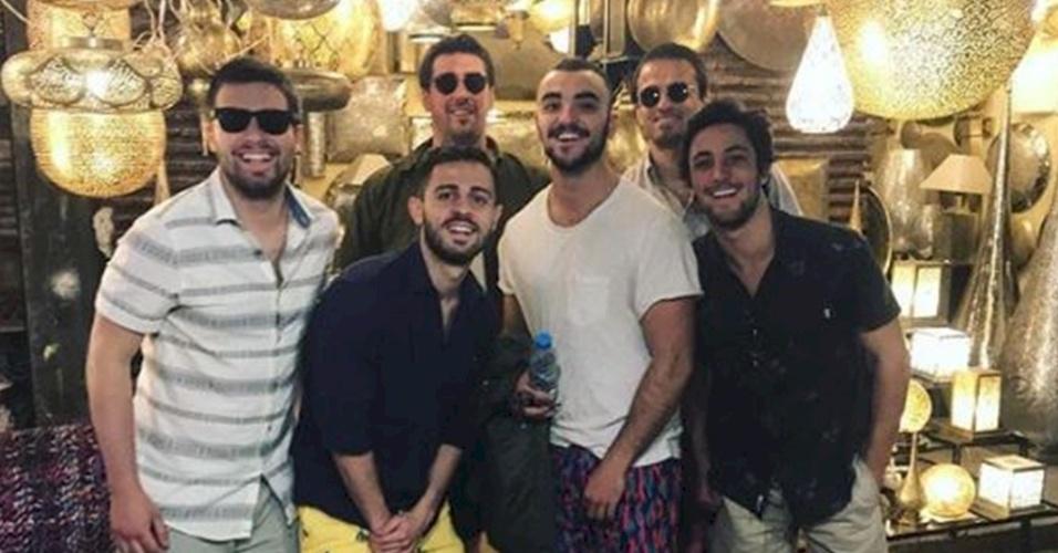 Na Copa por Portugal, Bernardo Silva curte folga com amigos no Marrocos