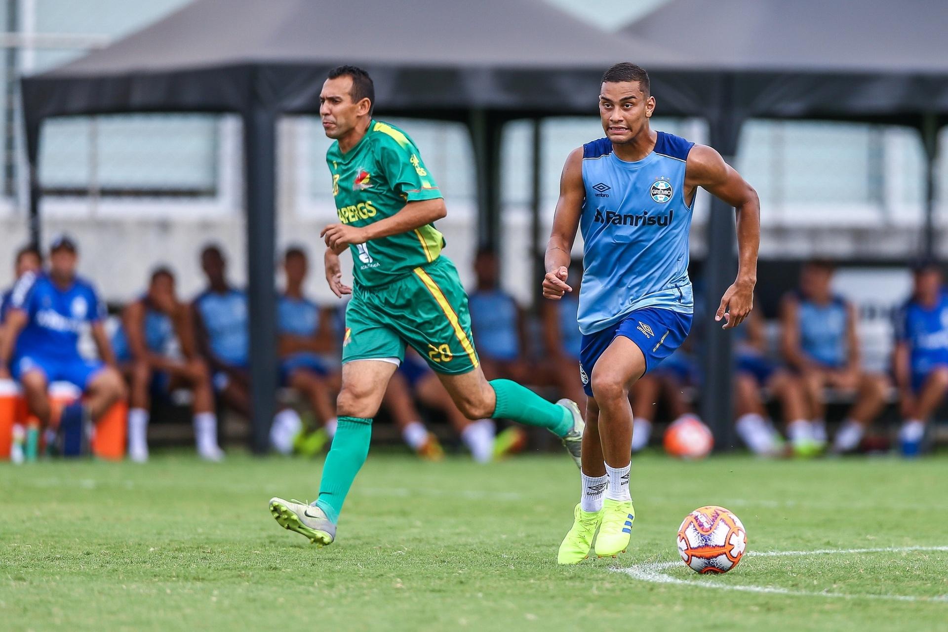 Grêmio vence jogo-treino com quatro gols de Thonny Anderson - 17 01 2019 -  UOL Esporte ec1bf256fd4c8