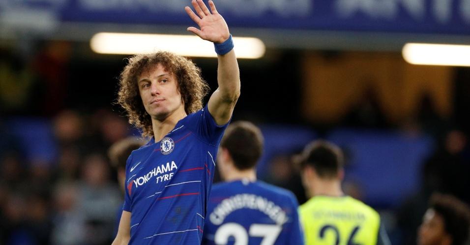 David Luiz celebra vitória do Chelsea sobre o Huddersfield pelo Inglês c494f3057c528
