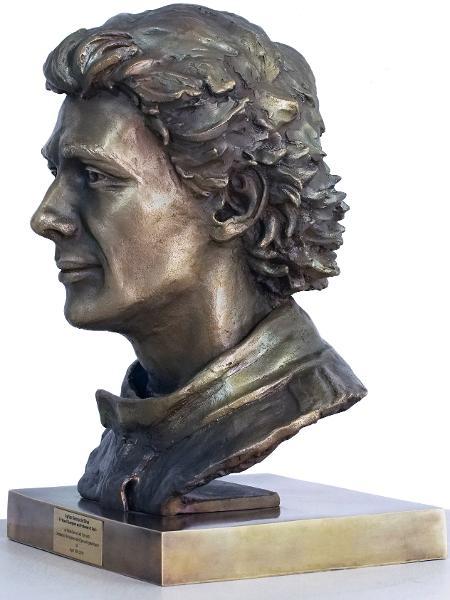 06f7e4631 Papa Francisco receberá escultura que retrata Ayrton Senna