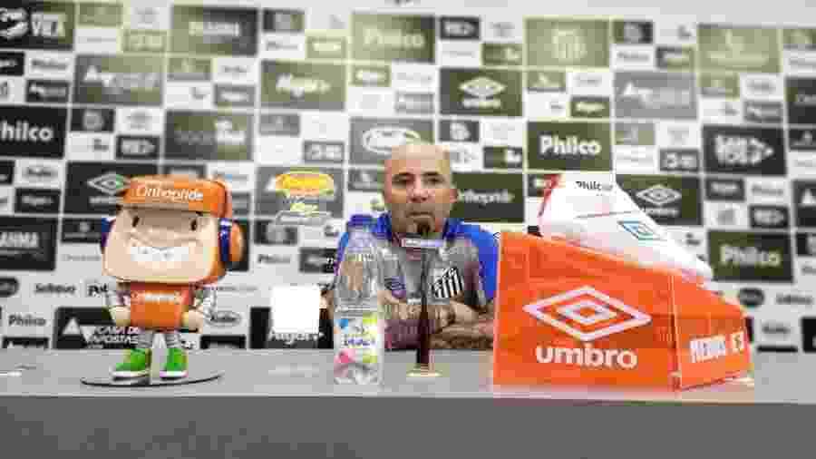 Jorge Sampaoli concede entrevista coletiva no CT do Santos - UOL