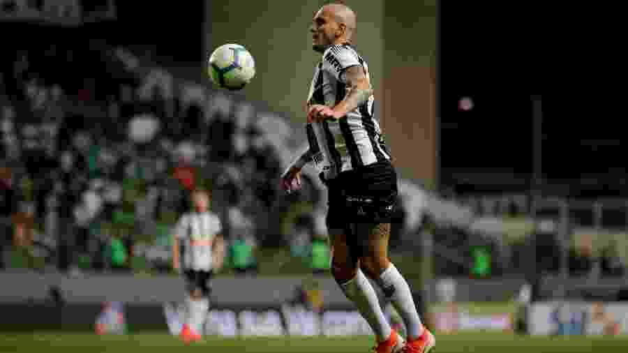 Fábio Santos, lateral esquerdo do Atlético-MG, está fora do jogo contra o Botafogo - Bruno Cantini/Divulgação/Atlético-MG
