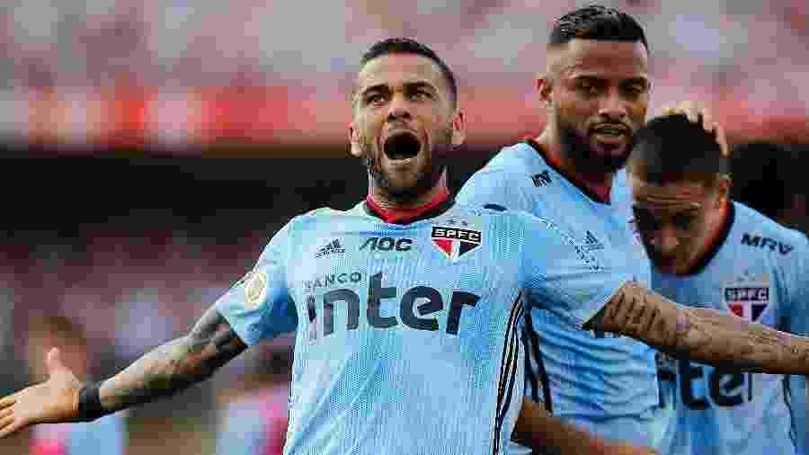 Daniel Alves, agora no São Paulo, vai fazer falta no FIFA 20 - Daniel Vorley/AGIF