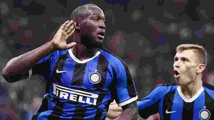Lukaku comemora após marcar pela Inter de Milão contra o Milan - Marco Bertorello / AFP