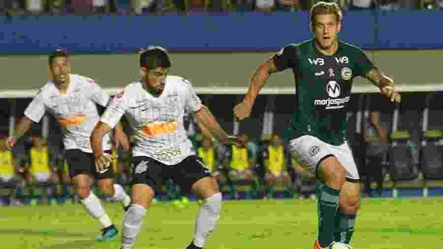 Rafael Moura em ação pelo Goiás durante jogo contra o Corinthians - Rorison Rodrigues/Divulgação/Goiás