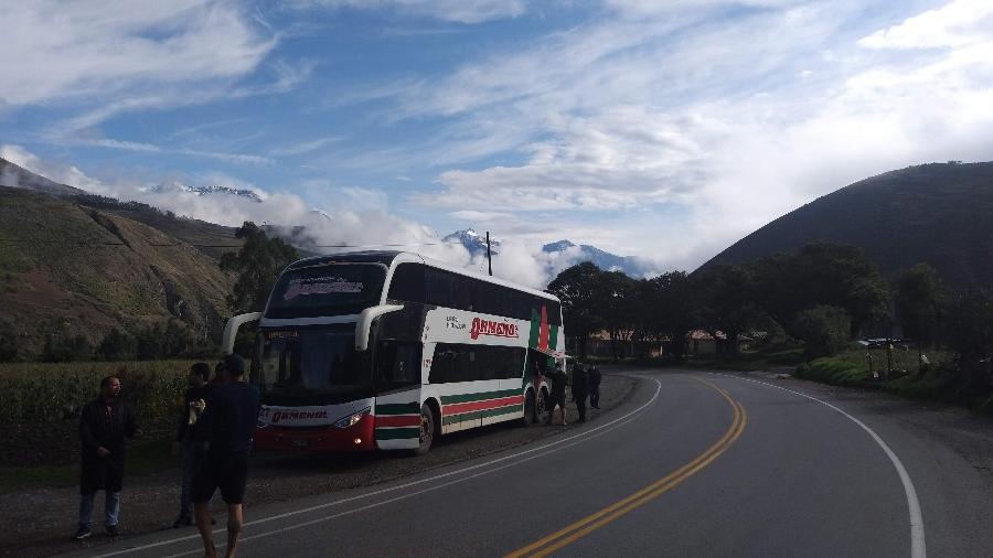 Ônibus da Ormeño com torcedores do Flamengo durante passagem pelo Peru - Diego Salgado/UOL Esporte