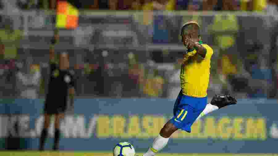 Romário teve gol anulado ainda no primeiro tempo do duelo festivo em Fortaleza - Lucas Figueiredo/CBF