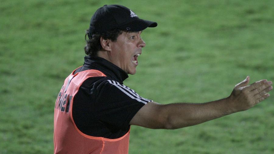 Fernando Diniz esbraveja durante derrota do São Paulo para o Red Bull Bragantino - ANTÔNIO CÍCERO/PHOTOPRESS/ESTADÃO CONTEÚDO