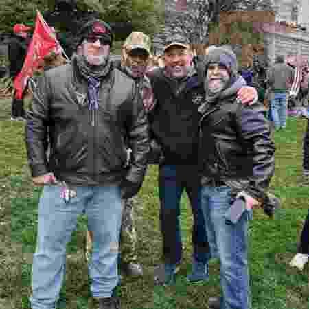 Pat Miletich (segundo da direita para a esquerda) esteve na invasão ao Capitólio - Reprodução/Instagram - Reprodução/Instagram