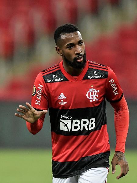 Gerson em ação pelo Flamengo contra o Fluminense na final do Carioca - Thiago Ribeiro/AGIF