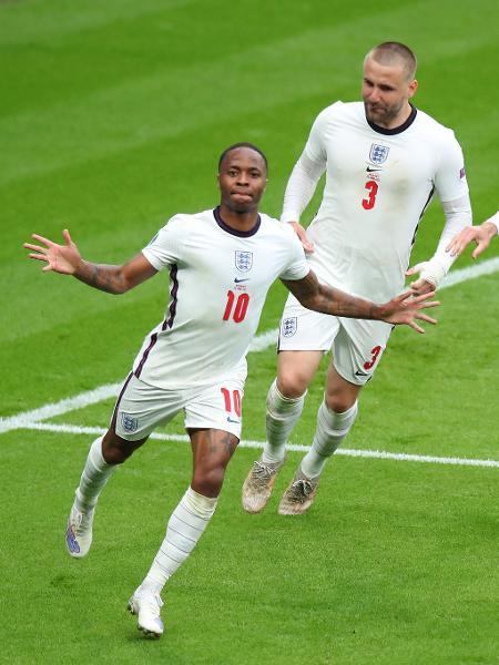 Sterling comemora gol da Inglaterra contra a Alemanha - Robbie Jay Barratt - AMA/Getty Images