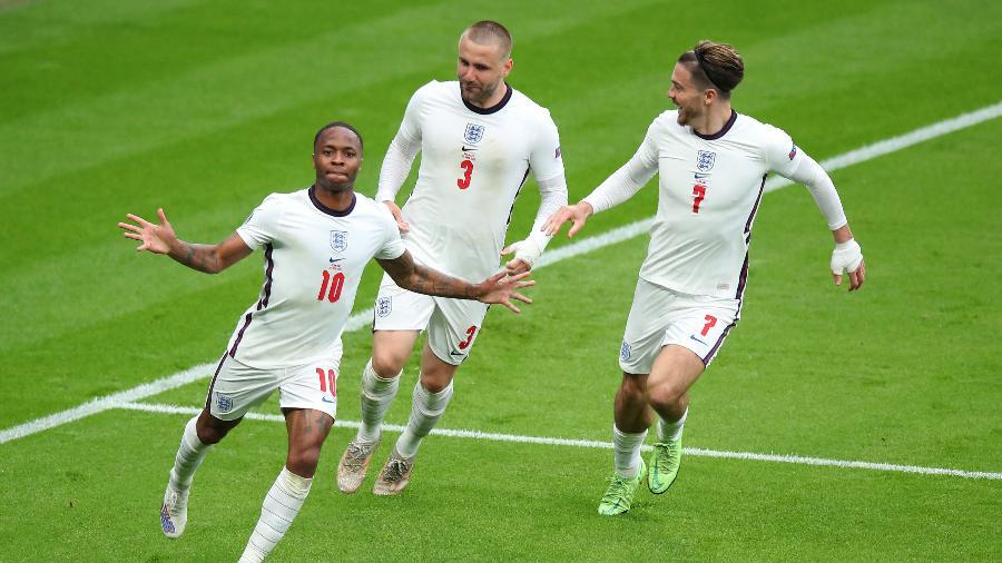 Sterling comemora o primeiro gol da Inglaterra contra a Alemanha - Robbie Jay Barratt - AMA/Getty Images
