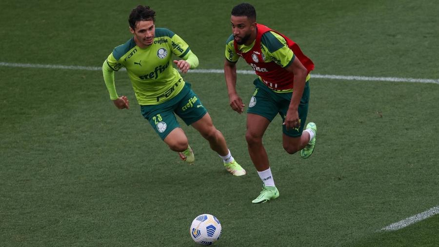 Raphael Veiga e Jorge, do Palmeiras, em treino na Academia de Futebol - Cesar Greco