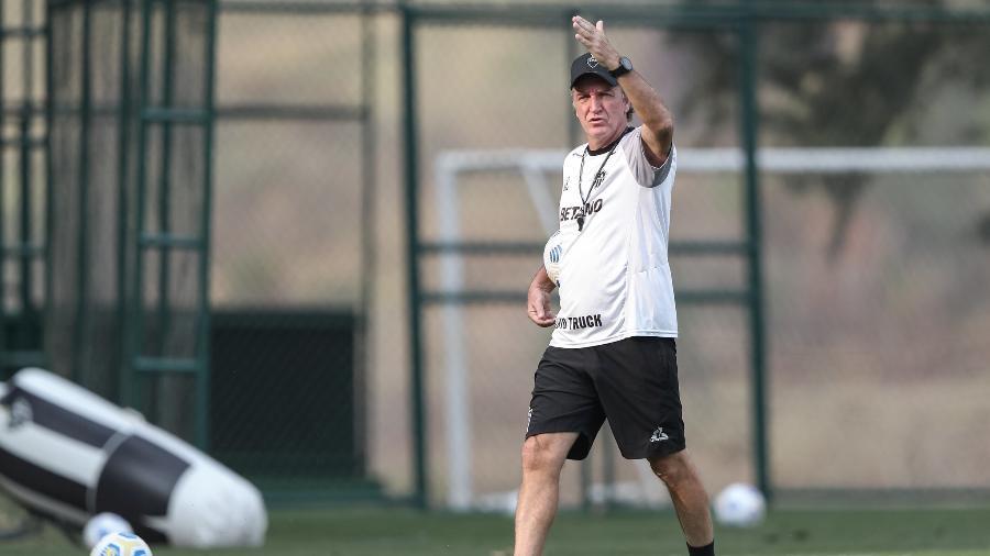 Cuca sabe da importância do jogo, mas tenta tirar pressão dos jogadores para Galo voltar a vencer - Pedro Souza/Atlético-MG