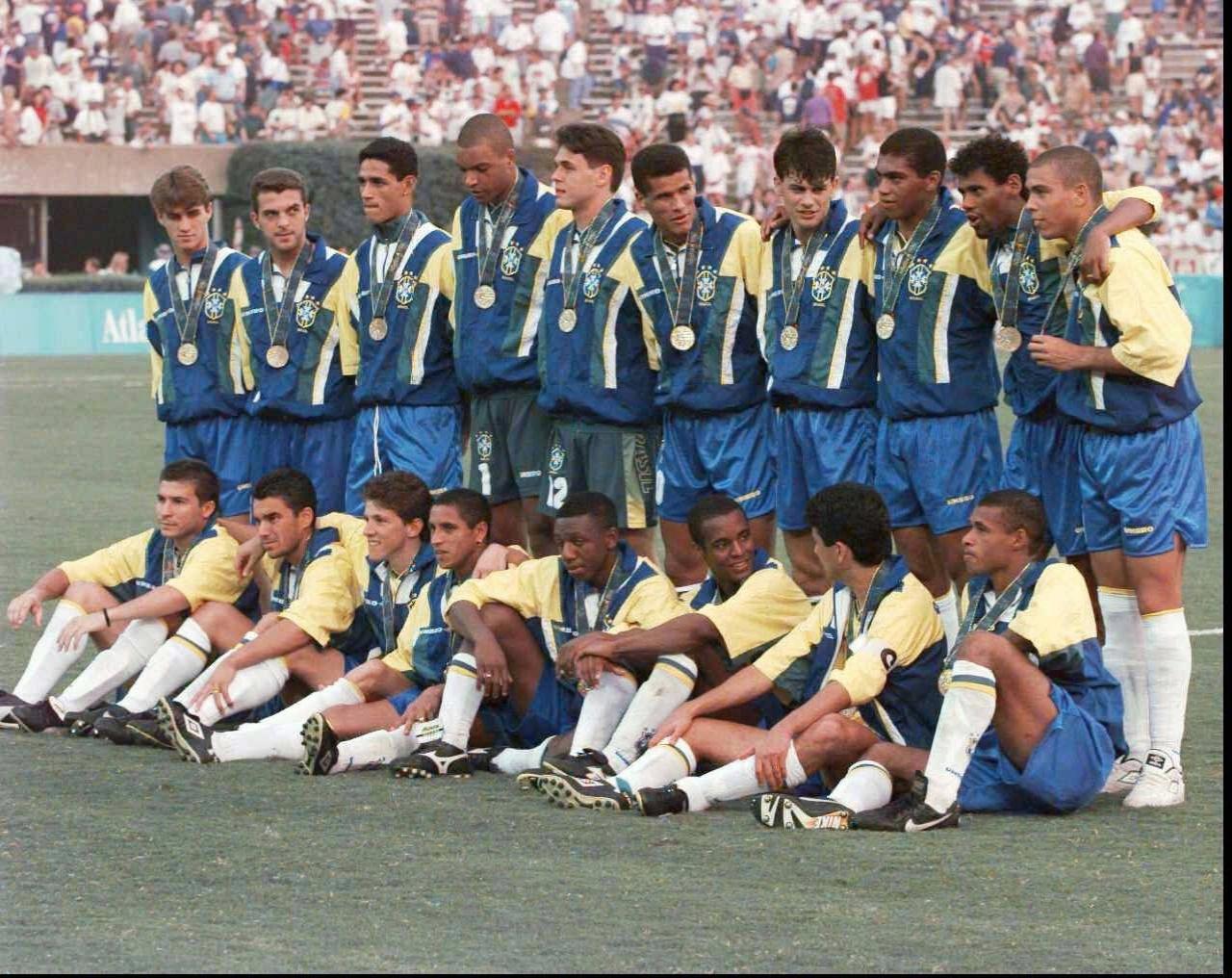Jogadores do Brasil receberam a medalha de bronze após vitória contra Portugal