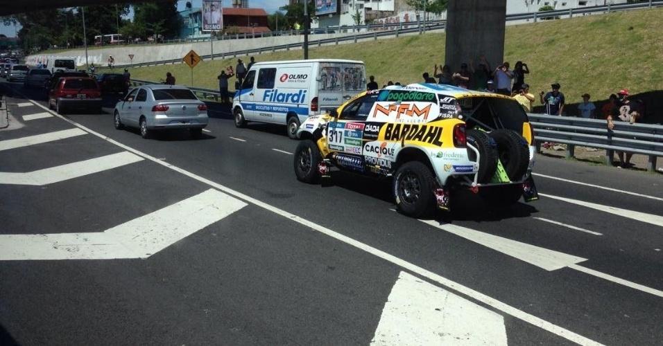 Veículos do Dakar tiveram de encarar trânsito em Buenos Aires
