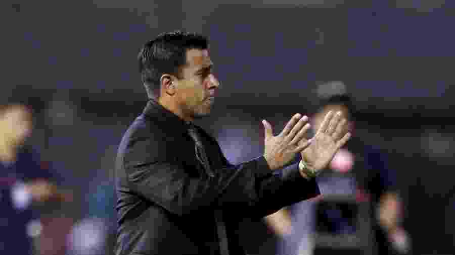 Cesar Farias, atual técnico da Bolívia, foi treinador do Cerro Porteño - REUTERS/Jorge Adorno