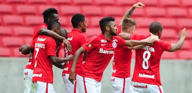 Jogadores do Inter comemoram gol contra o Novo Hamburgo pelo Campeonato Gaúcho