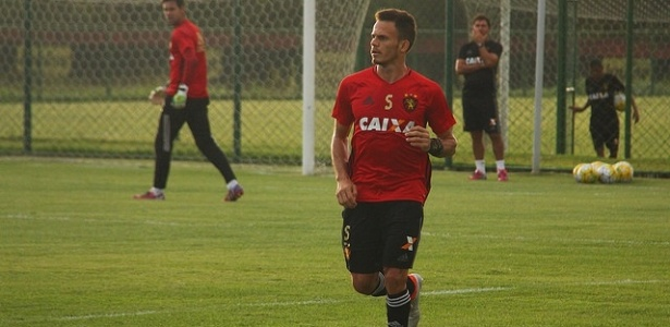Renê, lateral esquerdo do Sport, está na mira do Cruzeiro para 2017