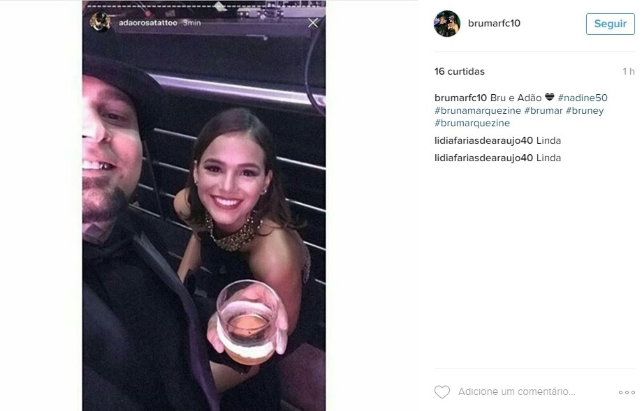 Tatuador de Neymar posa com Bruna Marquezine na festa de aniversário da mãe do jogador