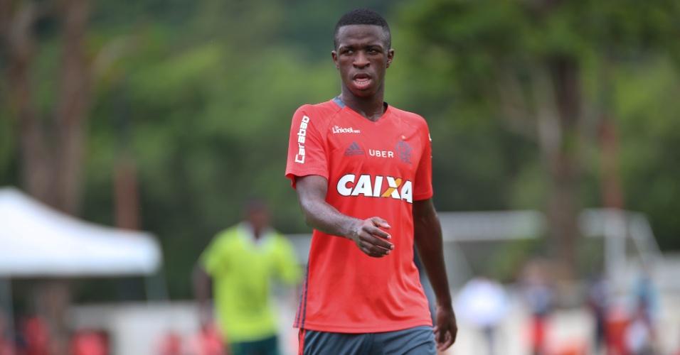 O atacante Vinicius Júnior treina no CT Ninho do Urubu: promessa do Flamengo
