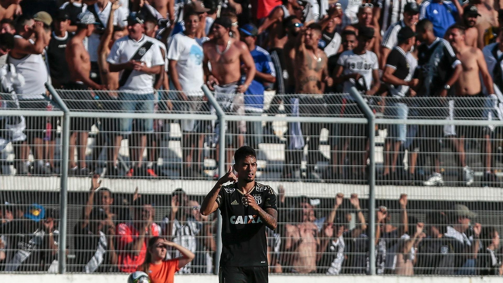 Lucca celebra gol marcado pela Ponte Preta contra o Palmeiras