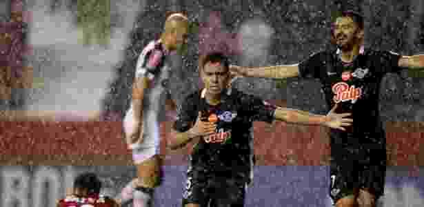 Angel Lucena festeja ao marcar o primeiro do Libertad contra o Atlético-MG - Jorge Adorno/Reuters