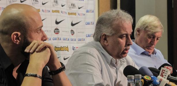 Alessandro, Roberto de Andrade e Flávio Adauto, da diretoria do Corinthians