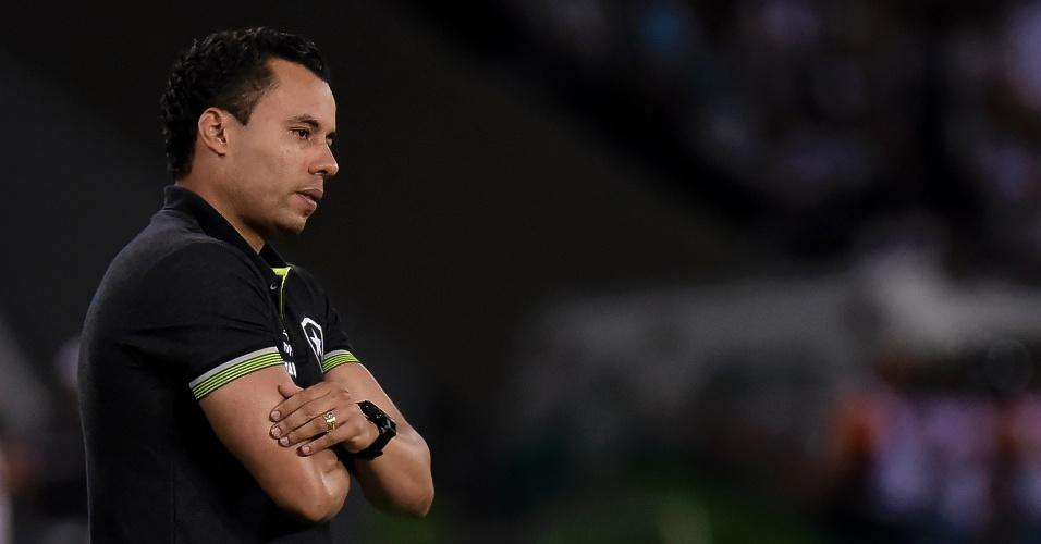 Jair Ventura acompanha partida entre Botafogo e Avaí no Engenhão