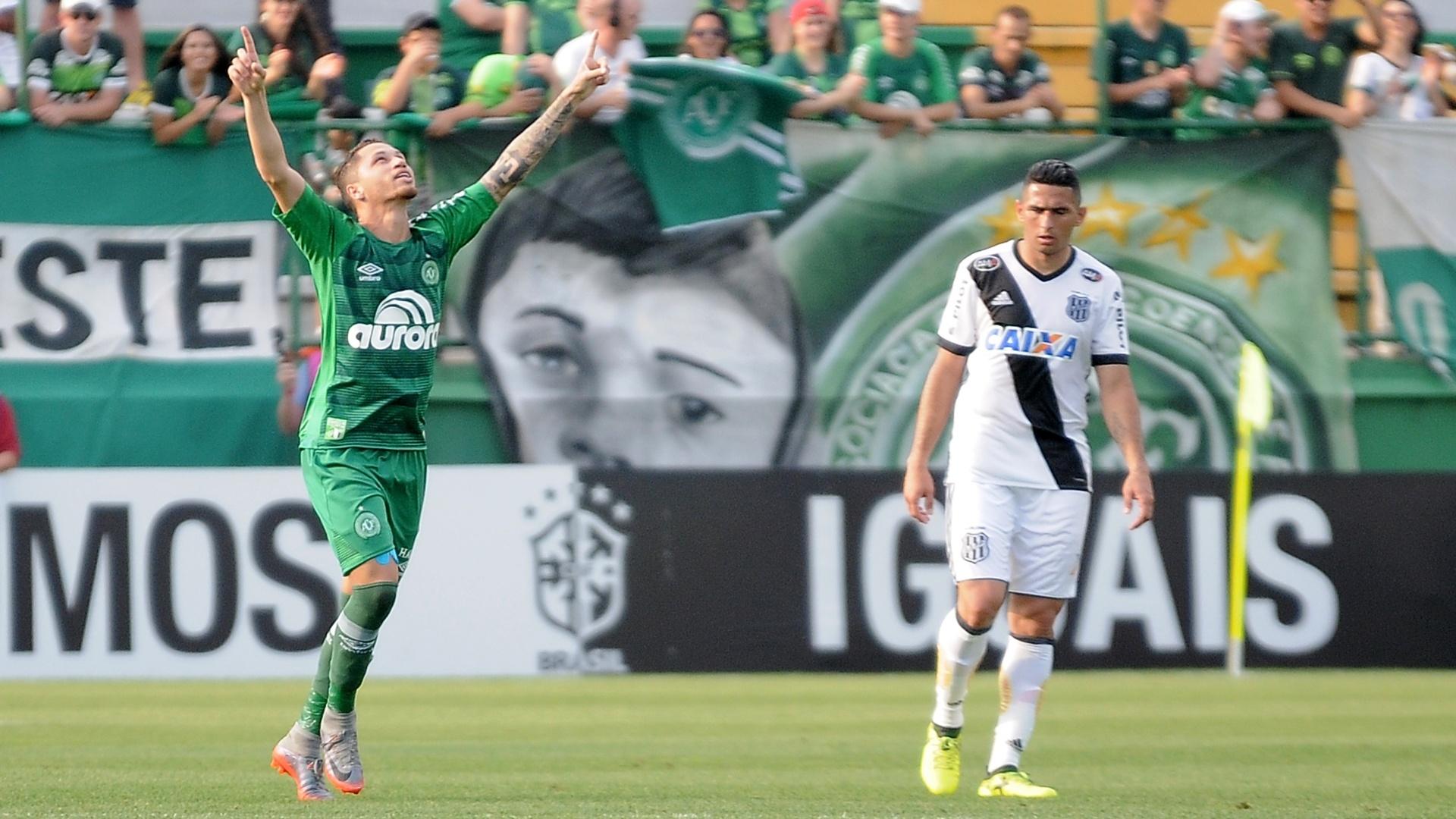 Lucas Marques comemora gol da Chapecoense contra a Ponte Preta