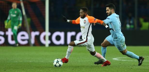 O brasileiro Fred em ação contra o Manchester City