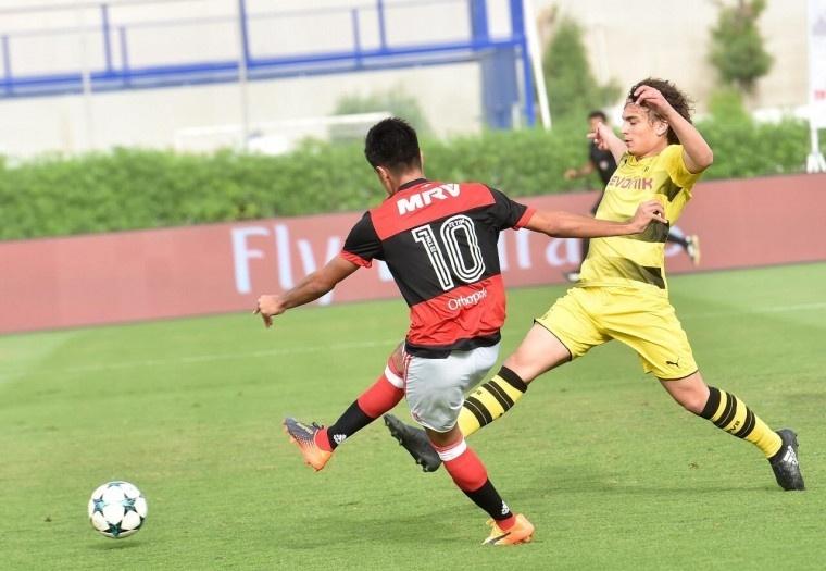 Flamengo 8 x 2 Borussia Dortmund em torneio sub-16 em Dubai