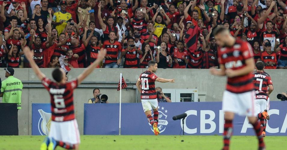 Diego comemora gol do Flamengo diante do Paraná Clube em jogo no Maracanã pelo Campeonato Brasileiro 2018