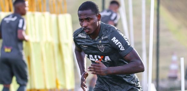 Denilson, atacante do Atlético-MG, será um dos beneficiados pela bolsa universitária - Bruno Cantini/Divulgação/Atlético-MG