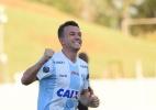 Entre artilharia e hambúrgueres, Dagoberto renasce em Londrina - Gustavo Oliveira/Londrina EC