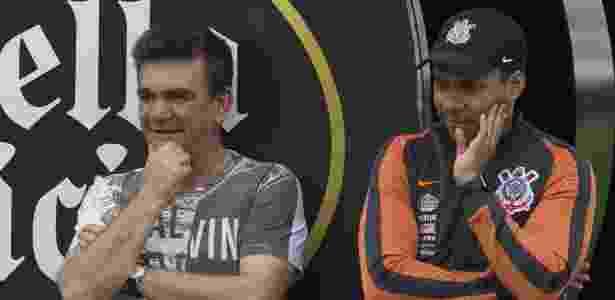 Andrés com Jair em treino do Corinthians: mandatário admitiu que time corre riscos - Daniel Augusto Jr. / Ag. Corinthians