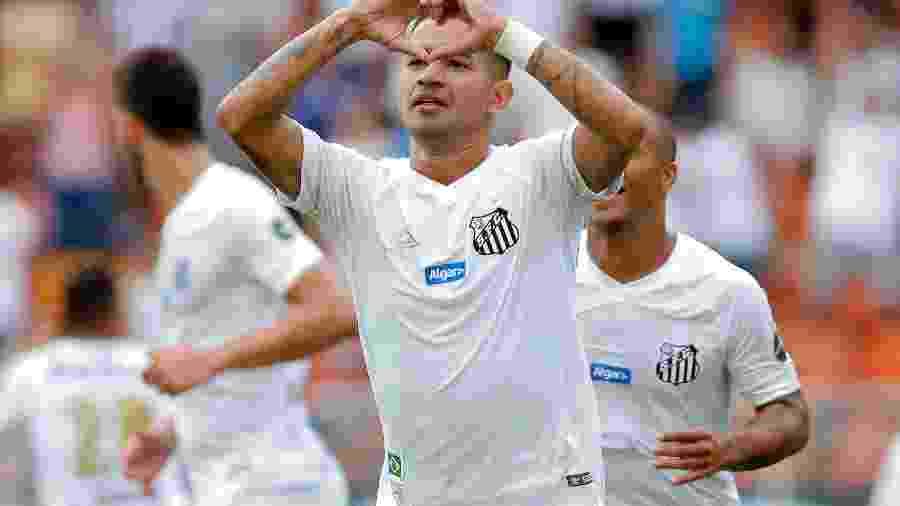 Derlis Gonzalez, autor do segundo gol do Santos sobre o São Paulo - Daniel Vorley/AGIF