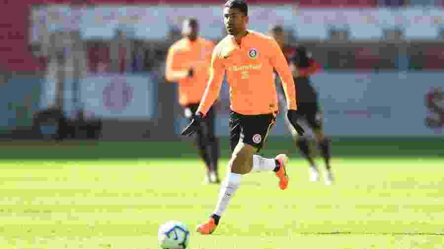 Santiago Tréllez em ação durante treino do Internacional - Ricardo Duarte/Inter