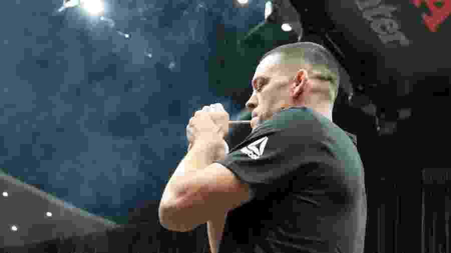 Nate Diaz fuma maconha em treino aberto do UFC 241 - Diego Ribas