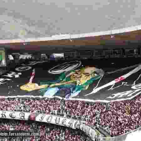"""Bandeirão da organizada """"Força Jovem do Vasco"""" no antigo Maracanã: mascote Eddie, do Iron Maiden - Site oficial da Força Jovem"""