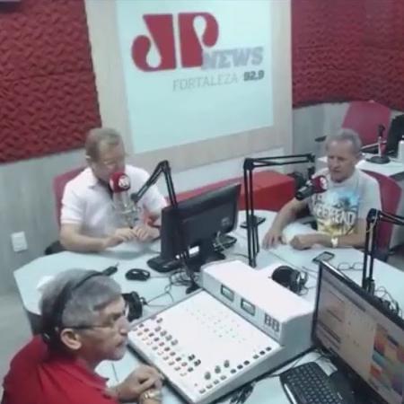 Daniel Campelo, à direita, durante programa da Rádio Jovem Pan de Fortaleza - Reprodução