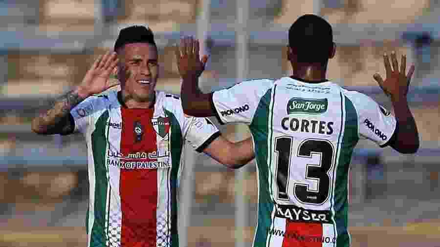 Jogadores do Palestino comemoram gol contra o Cerro Largo na Libertadores 2020 - JAVIER TORRES / AFP