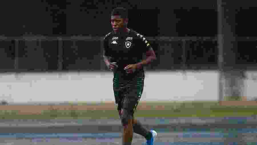 Cortez mostrou potencial nos treinos, mas acumulou polêmicas com hábitos incompatíveis com a vida de um atleta - Vitor Silva/BFR