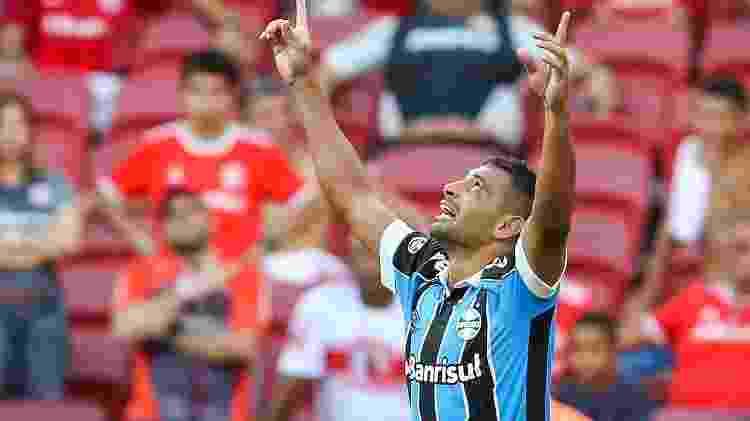 Diego Souza do Grêmio comemora gol contra o Internacional - Pedro H. Tesch/AGIF - Pedro H. Tesch/AGIF