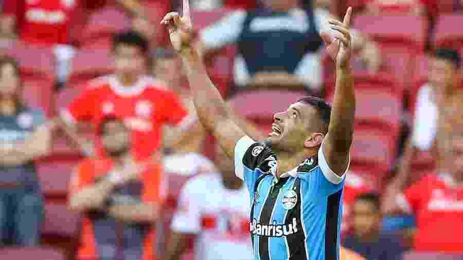 Diego Souza do Grêmio comemora gol contra o Internacional e início fulminante no Grêmio - Pedro H. Tesch/AGIF