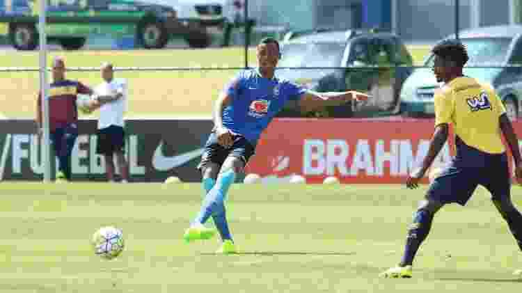 Zagueiro Gabriel Magalhães durante jogo treino da seleção sub-20, em 2017 - Kin Saito/CBF - Kin Saito/CBF