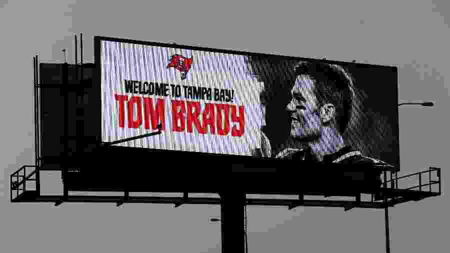 Banner em Tampa Bay dá as boas vindas a Tom Brady, reforço dos Buccaneers - Kim Klement/USA TODAY Sports