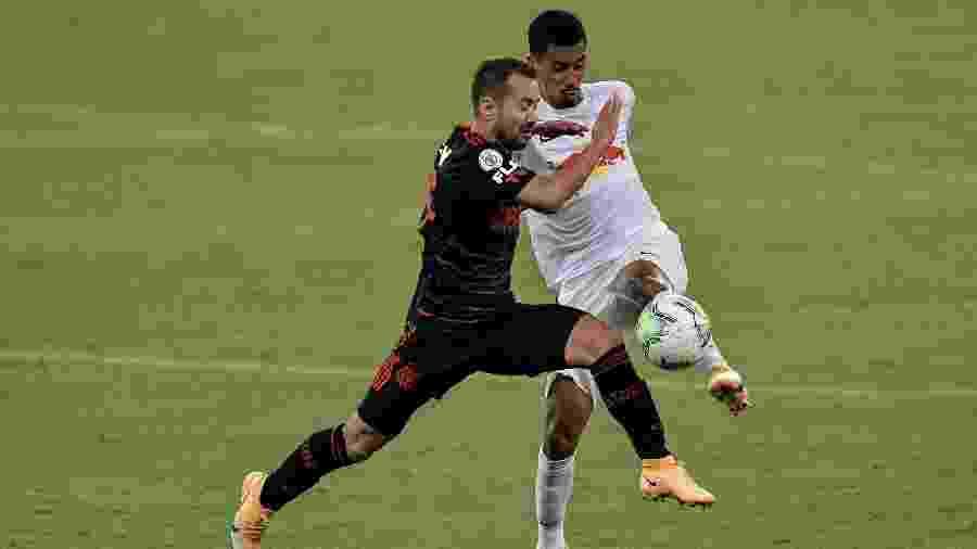 Everton Ribeiro sentiu dores na partida do Flamengo contra o Red Bull Bragantino na última rodada - Thiago Ribeiro/AGIF